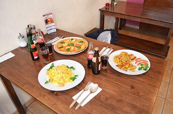 pizza-tomate3.jpg.b9b81a906b9bb6f8aee2a063eb6431fa.jpg